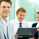 Employer Branding e Employee Experience: funcionários felizes trabalhando juntos